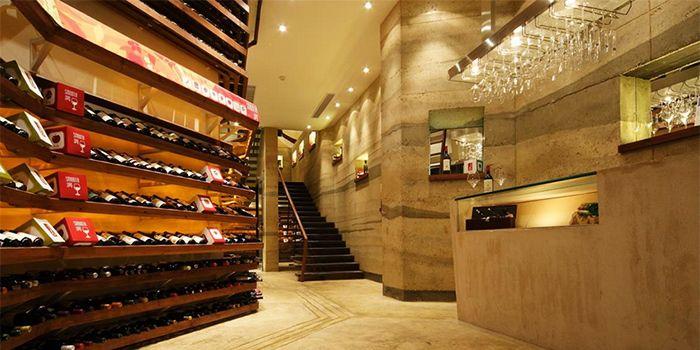 Wine Shop JustGrapes in Dagu Lu, Shanghai