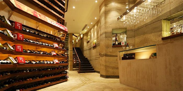 Wine Shop JustGrapes in Dagu Lu, Shanghai
