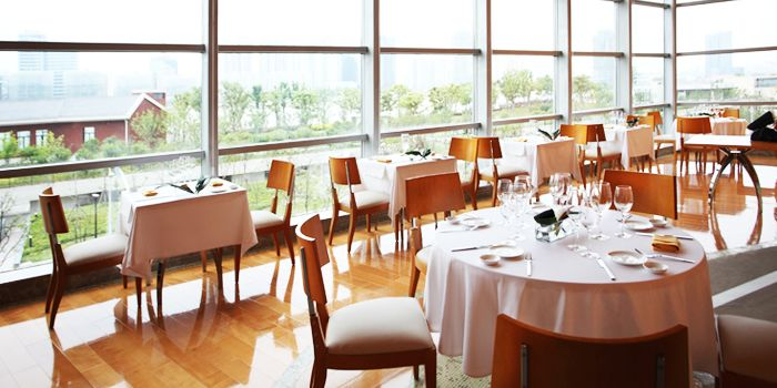 Dining Area of Acqua in Grand Kempinski Hotel Shanghai, Pudong, Shanghai