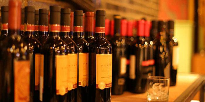 Wine of the Uva wine bar in Jing