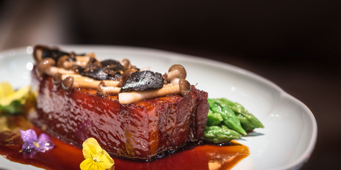Black pork belly with truffle and asparagus of Hakkasan located on the bund
