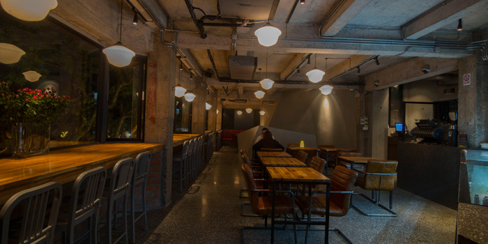 Indoor of Daga Cafe & Brewpub located on Fuxing Xi Lu