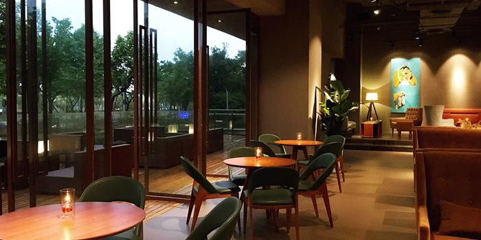 Indoor of Auburn Dining Lounge located on Longteng Avenue