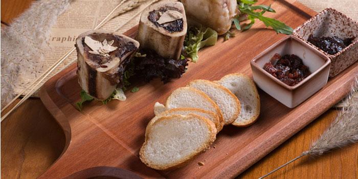Roasted bone marrow of Auburn Dining Lounge located on Longteng Avenue