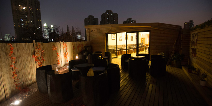 Outdoor of Revive Bar located on Tai