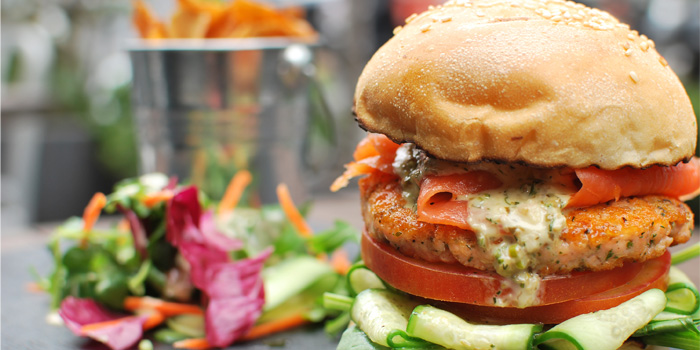 Salmon burger of Husk in Jing