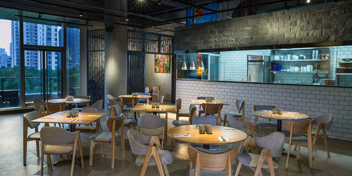 Indoor of Boil & Broil located at Xintiandi