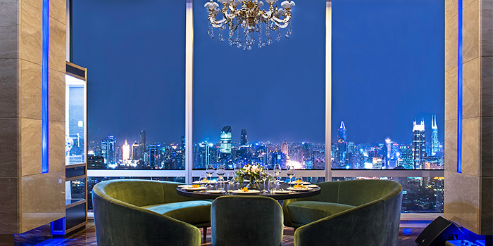 Window Seating of FED Restaurant & Sky Lounge located in Luwan, Shanghai