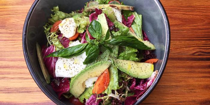 Salad from Favorita (Xinzha Lu) located in Jing