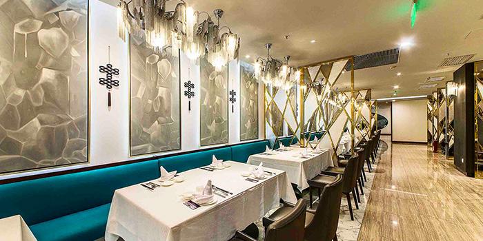 Indoor Seating of Crystal Jade Restaurant (Westgate) located in Jing