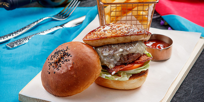 Burger from Lunette by Amanda located in Luwan, Shanghai