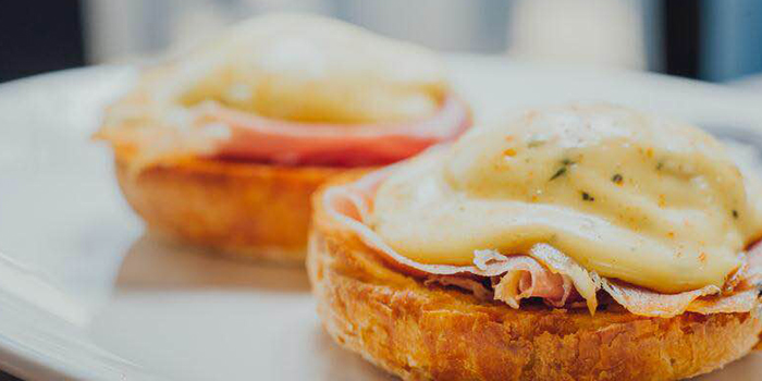 Eggs Benedict of Chez Maurice Steakhouse located on Tai