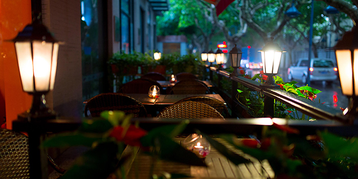Outdoor Seating Area of Seve Restaurant located in Jing
