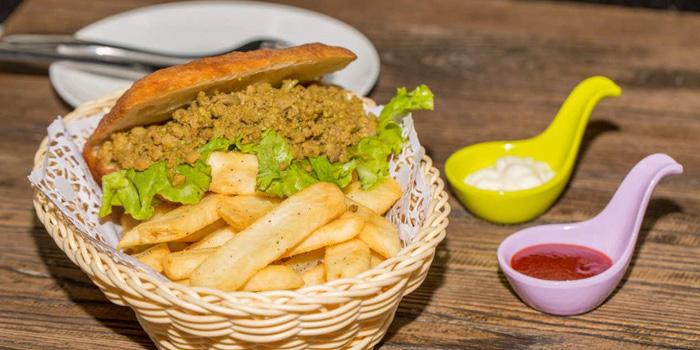 Burger of Cape Grape (Hongmei Lu) located on Hongmei Lu, Minghang, Shanghai