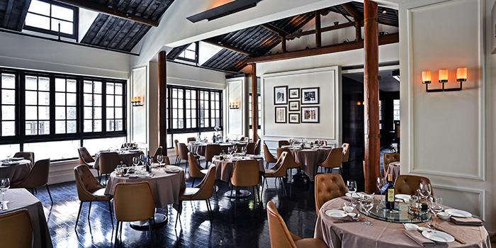 Indoor of Ye Shanghai located on Huangpi Nan Lu