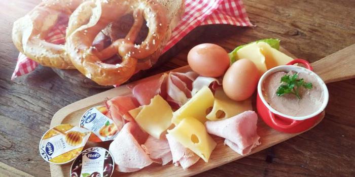 Zeitgeist - Bavarian Eatery & Bar
