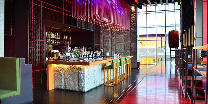 Bar of Dozo Modern Dining Bar located in Jing