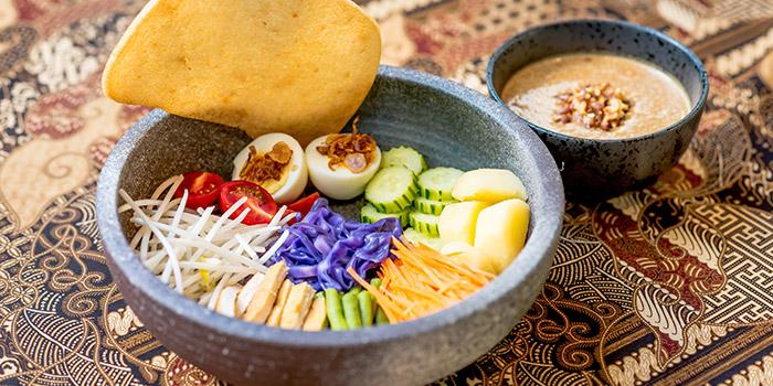 Salad from Bali Bistro & Balini Coffee located in Jing
