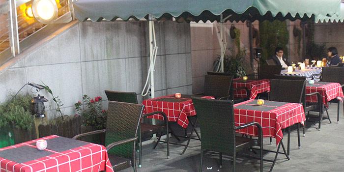 Outdoors of Pizza Vera Bund located in Huangpu, Shanghai