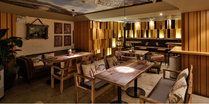 Indoor of The Brewer located on Taicang Lu