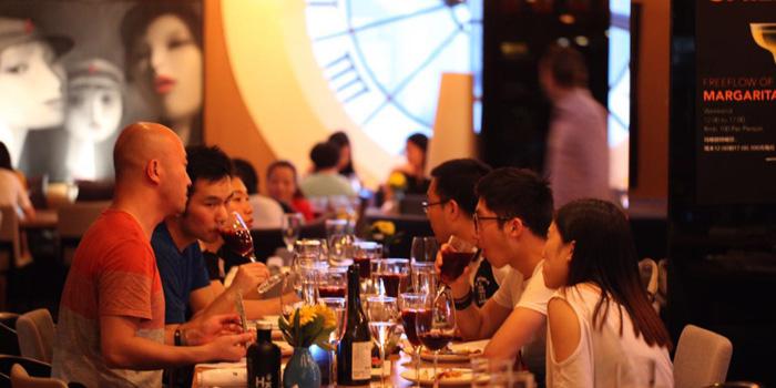 Indoor of Azul located on Wukang Lu