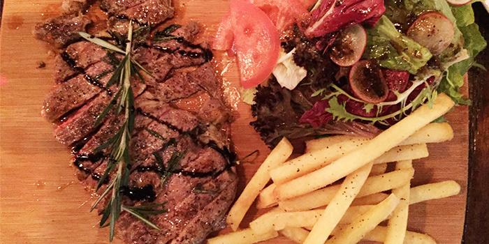 Steak from Favorita (Xinzha Lu) located in Jing