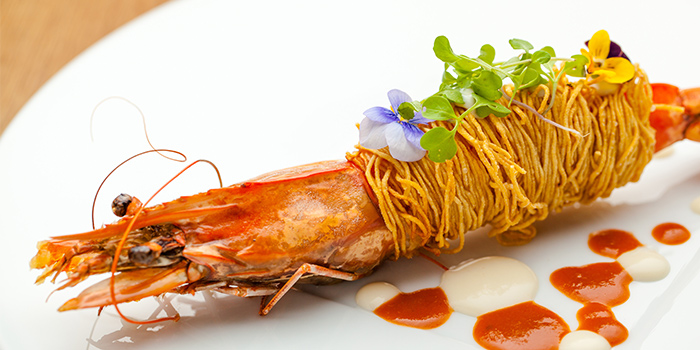Prawns with Crispy Noodles and Crustacean Sauce of Jade on 36 Restaurant located in Pudong, Shanghai