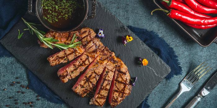 Food of Steak House located on Weihai Lu, Jing