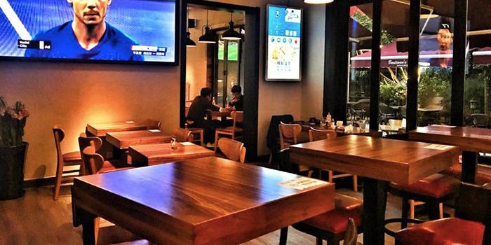 Indoor of Incline Bistro located in Minhang, Shanghai