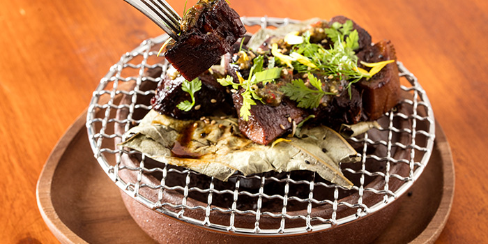Meat from De Carbon bar by Jenson & Hu located in Jing