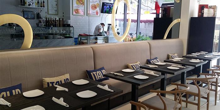 Indoors of Pizza Vera Bund located in Huangpu, Shanghai