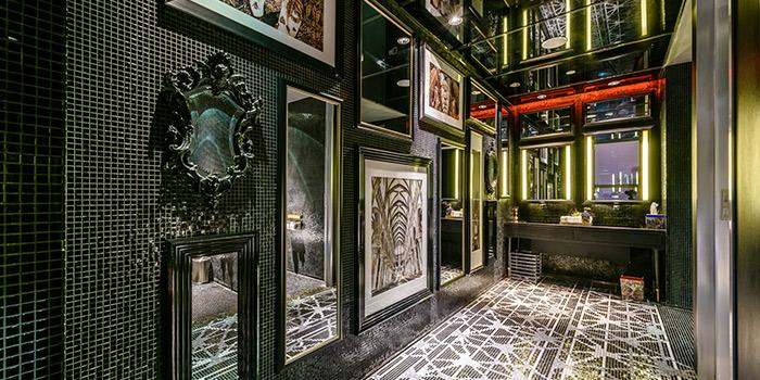 Restroom of Ruiku (Wanda Reign) located in Huangpu, Shanghai