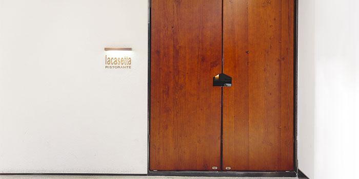 Door of La Casetta located in Jing