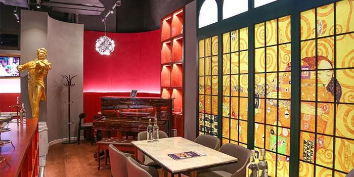 Indoors of K&K Vienna (Ruihong Lu) located in Hongkou, Shanghai