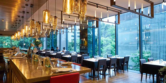"""Indoors of 1010 Ten Ten Hunan Bistro (Reel) located in Jing""""An, Shanghai"""