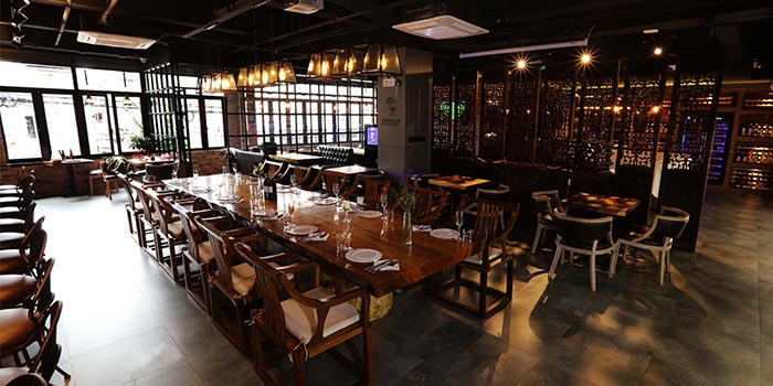 Indoors of Taoker Bar & Restaurant located in Jing