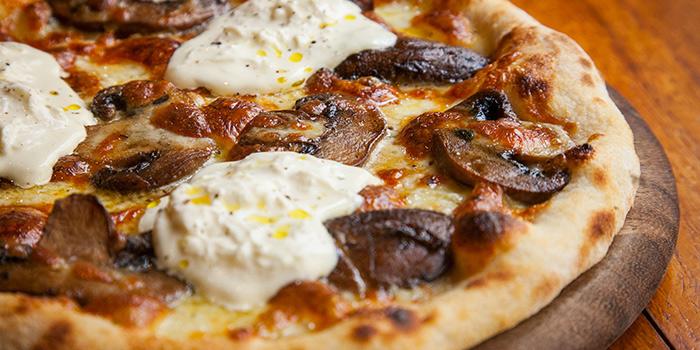 Mushroom Pizza from La Strada located in Xuhui, Shanghai