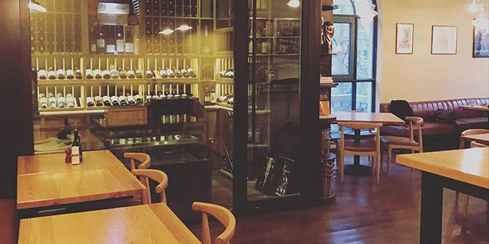 Indoor of La Vite (JIanguo Xi Lu) locate in Xuhui, Shanghai