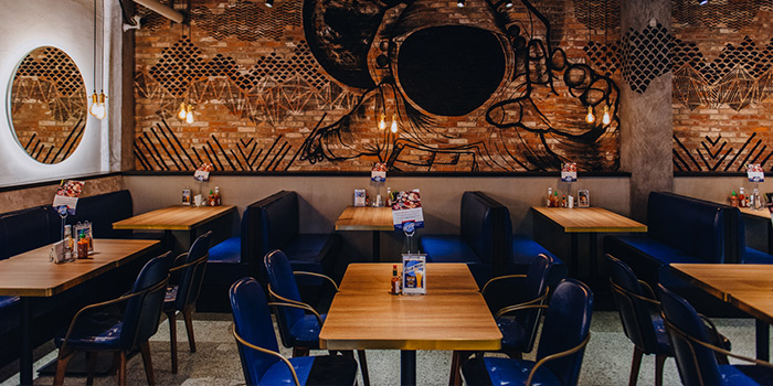 Dining-Area of Urban Diner Gastropub located in Jing