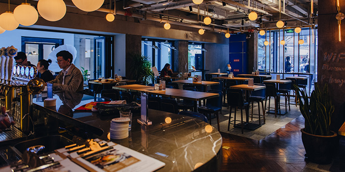 Indoor of Urban Diner Gastropub located in Jing