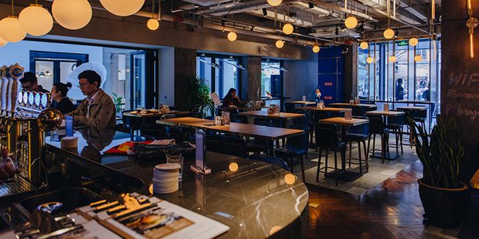 Indoor of Urban Diner Gastropub located in Jing