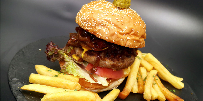 Burger of Tap House (Taixing Lu) located in Jing