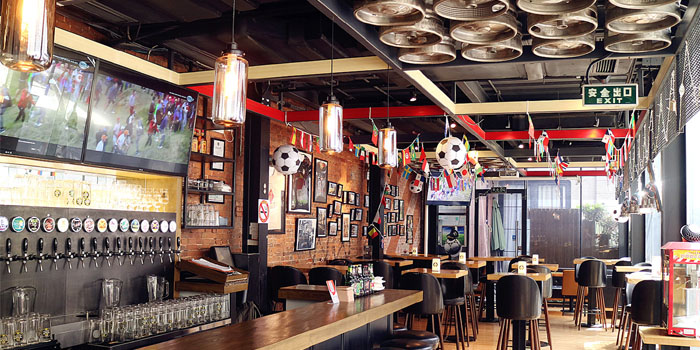 Indoor of Tap House (Taixing Lu) located in Jing