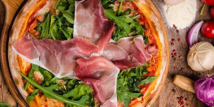 Pizza of Favorita (Xinzha Lu) located in Jing