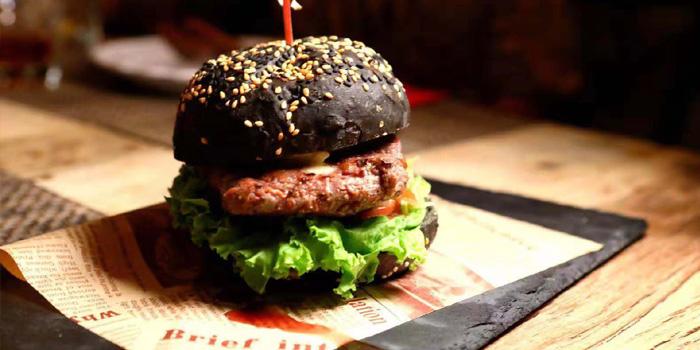 Burger of Chez JOJO located in Xuhui, Shanghai