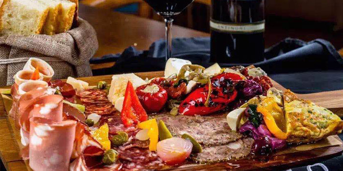 Platter of Atto Primo located on the Bund