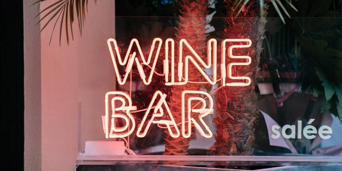 Bar of Salée Bar & Cafe located in Jing