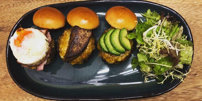 Burger of Salée Bar & Cafe located in Jing