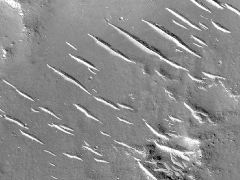 由火星侦察轨道飞行器拍摄的图像,它位于竹rong着陆点的东南方一个区域.jpg