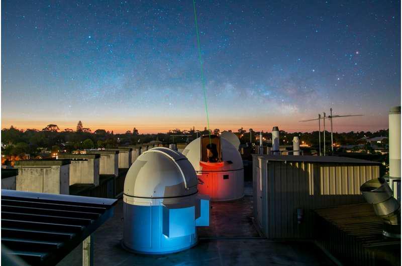 西澳大学的屋顶天文台.png